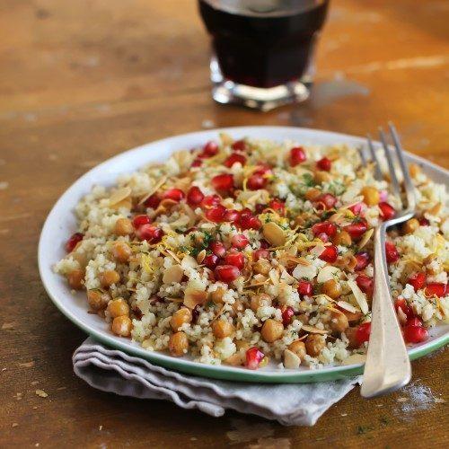 quinoa con ceci, melograno e mandorle a scaglie