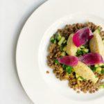 Quenelle di miglio con zucchine e lenticchie